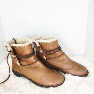 Ugg Australia Caspia Tan Boots 8